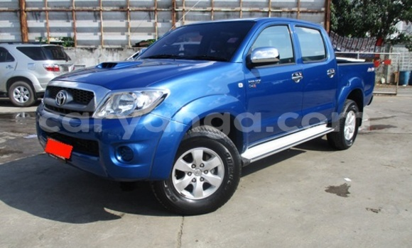 Buy Toyota Hilux Blue Car in Limbe in Malawi
