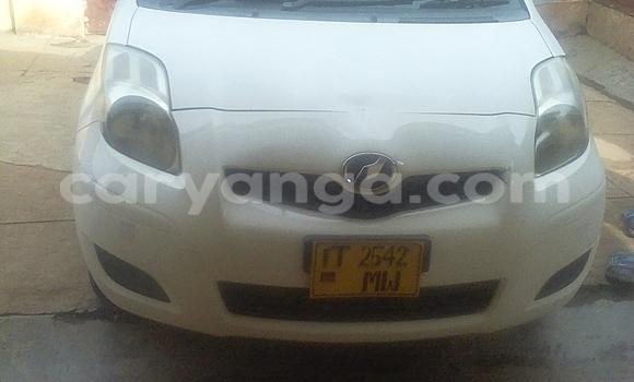 Buy Toyota Vitz White Car in Lilongwe in Malawi